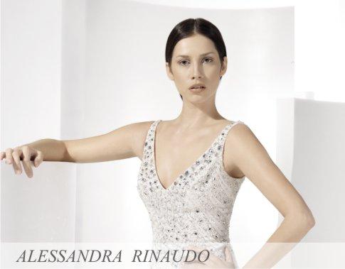 U svojoj ličnoj kolekciji venčanica visoke mode, Alessandra Rinaudo bira i kombinuje najlepše i najskupocenije tkanine. Linija AR venčanica predstavlja najekskluzivnije i najmodernije venčanice od čiste svile i Swarovski kristala, koje ističu prefinjenost italijanskog krojenja.